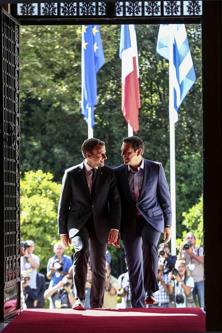 Männerfreundschaft: Emmanuel Macron (l.) und Alexis Tsipras