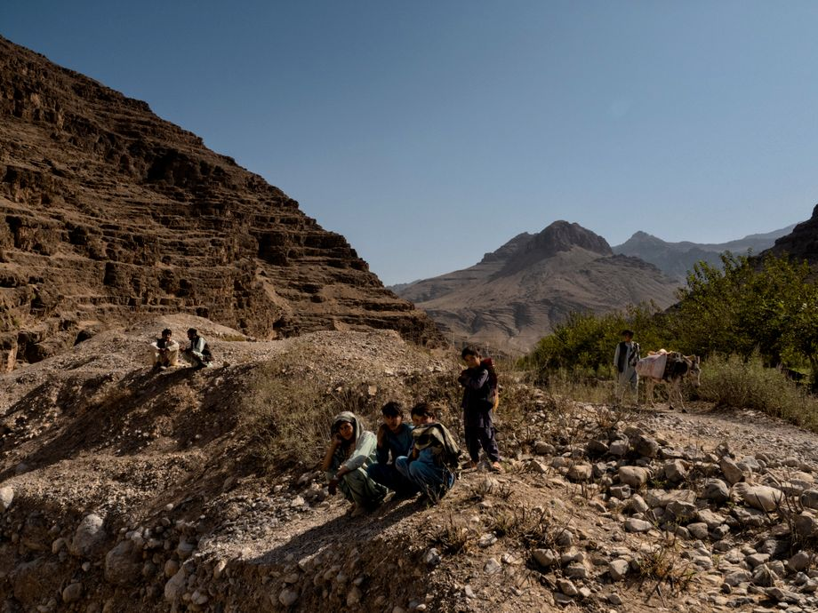 Inhabitants of the village of Dahan-i-Nala