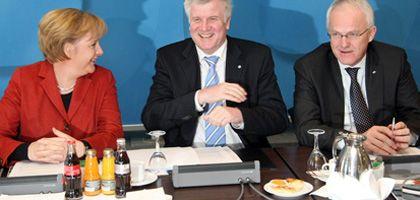 Unionspolitiker Merkel, Seehofer, Rüttgers: Lächeln beim Vorstandstermin