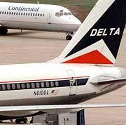 Delta-Flugzeuge auf den Flughafen Houston: Insolvenz noch keineswegs abgewendet