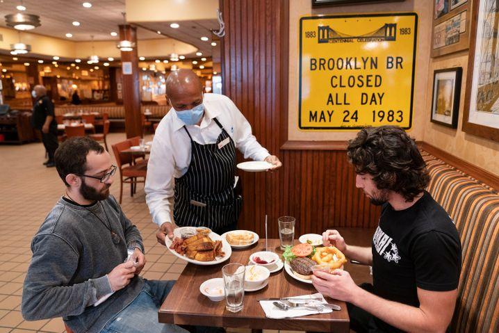Restaurant in New York: Auch drinnen darf wieder gegessen werden