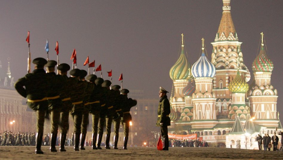 Russian soldiers marching on Red Square in Moscow. Is it time for Russia to become a member of NATO?