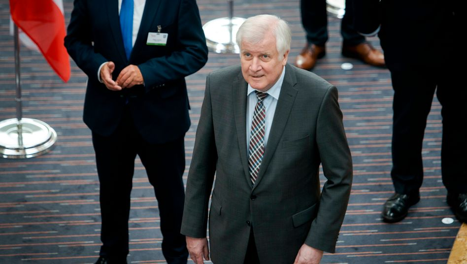 Horst Seehofer bei der Innenministerkonferenz in Erfurt