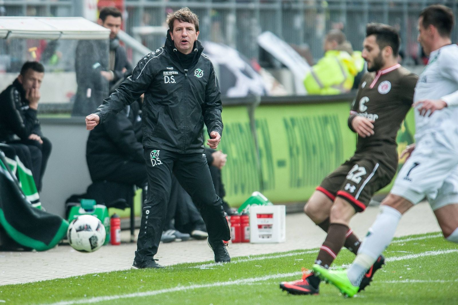 EINMALIGE VERWENDUNG Daniel Stendel/ FC Barnsley/ Hannover 96 Trainer