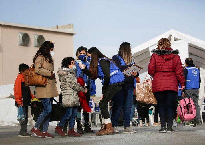 Unterkunft Leona Vicario: Fiebermessen, bevor die Geflüchteten in den USA Asyl beantragen können