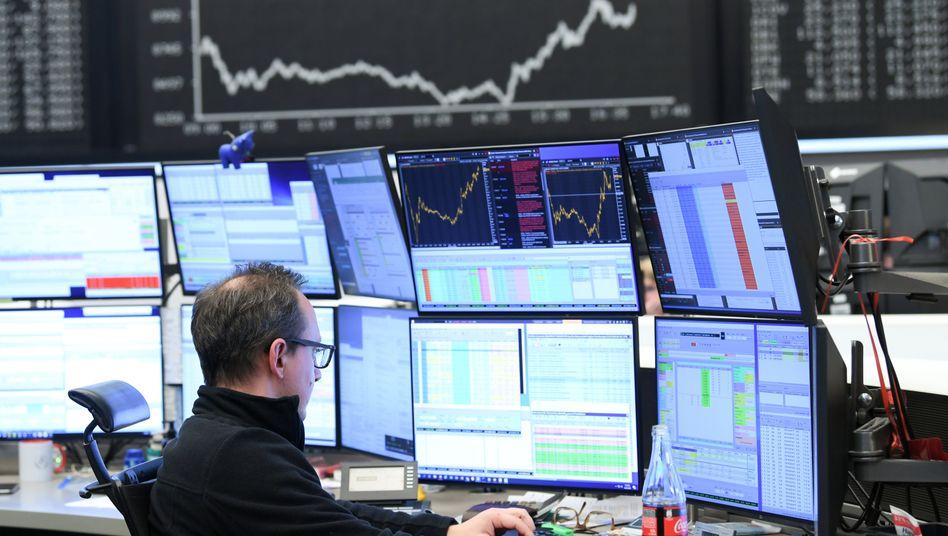 Händler an der Börse in Frankfurt am Main: Experten warnen