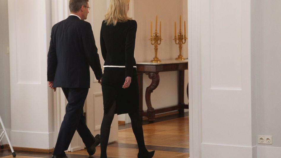 Ehepaar Wulff nach Rücktrittserklärung: Nicht alle begrüßen den Präsidenten-Abgang