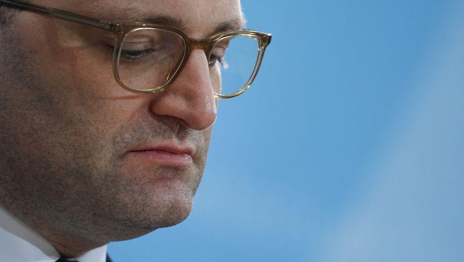 Jens Spahn steht nach dem vorläufigen AstraZeneca-Impfstopp noch einmal mehr unter Beschuss
