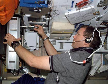Vor wenigen Tagen: Columbia-Kommandant Rick Husband arbeitet an einem Experiment