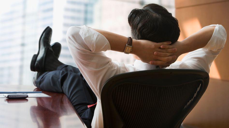 Fauler Büroarbeiter (Symbolbild): Mehrere Hunderttausend Dollar pro Jahr fürs Nichtstun