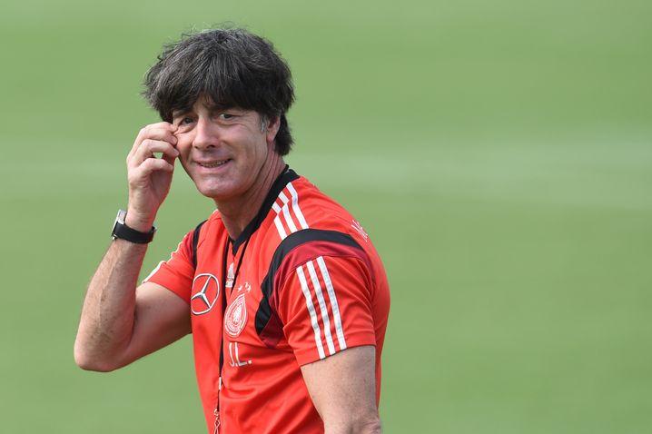 Bundestrainer Löw beim Training mit der deutschen Nationalelf