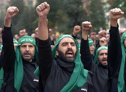 """Aschura-Prozession in Beirut: """"Mohammed zu Diensten"""""""