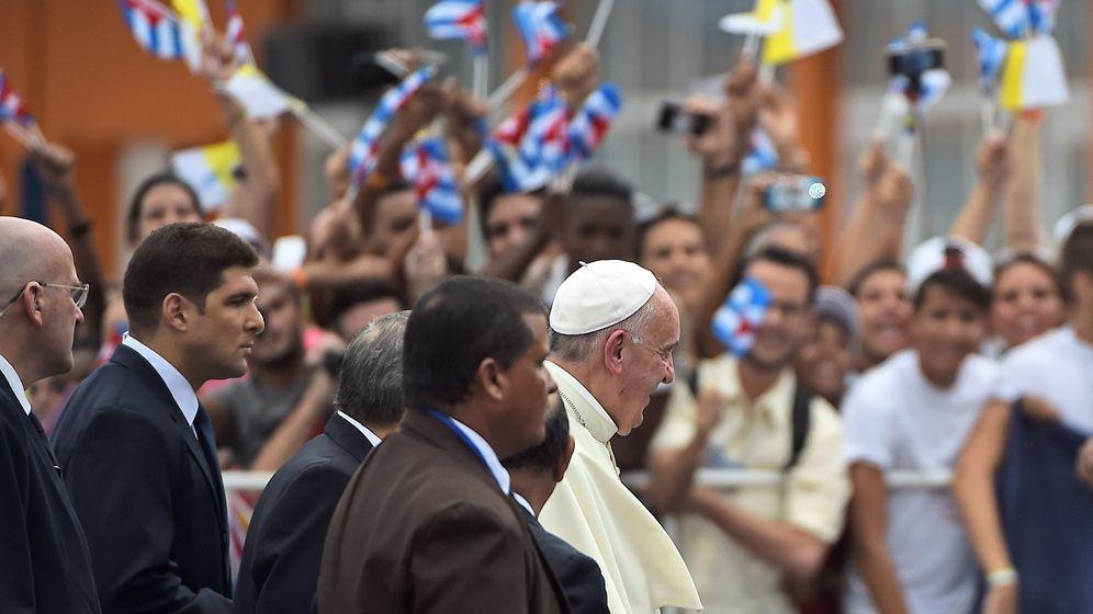 """Papst in Kuba bejubelt: Franziskus fordert religiöse """"Freiräume"""""""