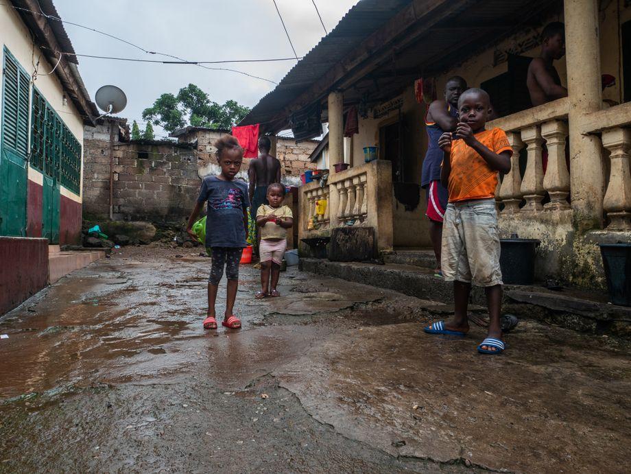 Innenhof der Großfamilie: Alle hatte ihre Hoffnungen auf Lansana gesetzt