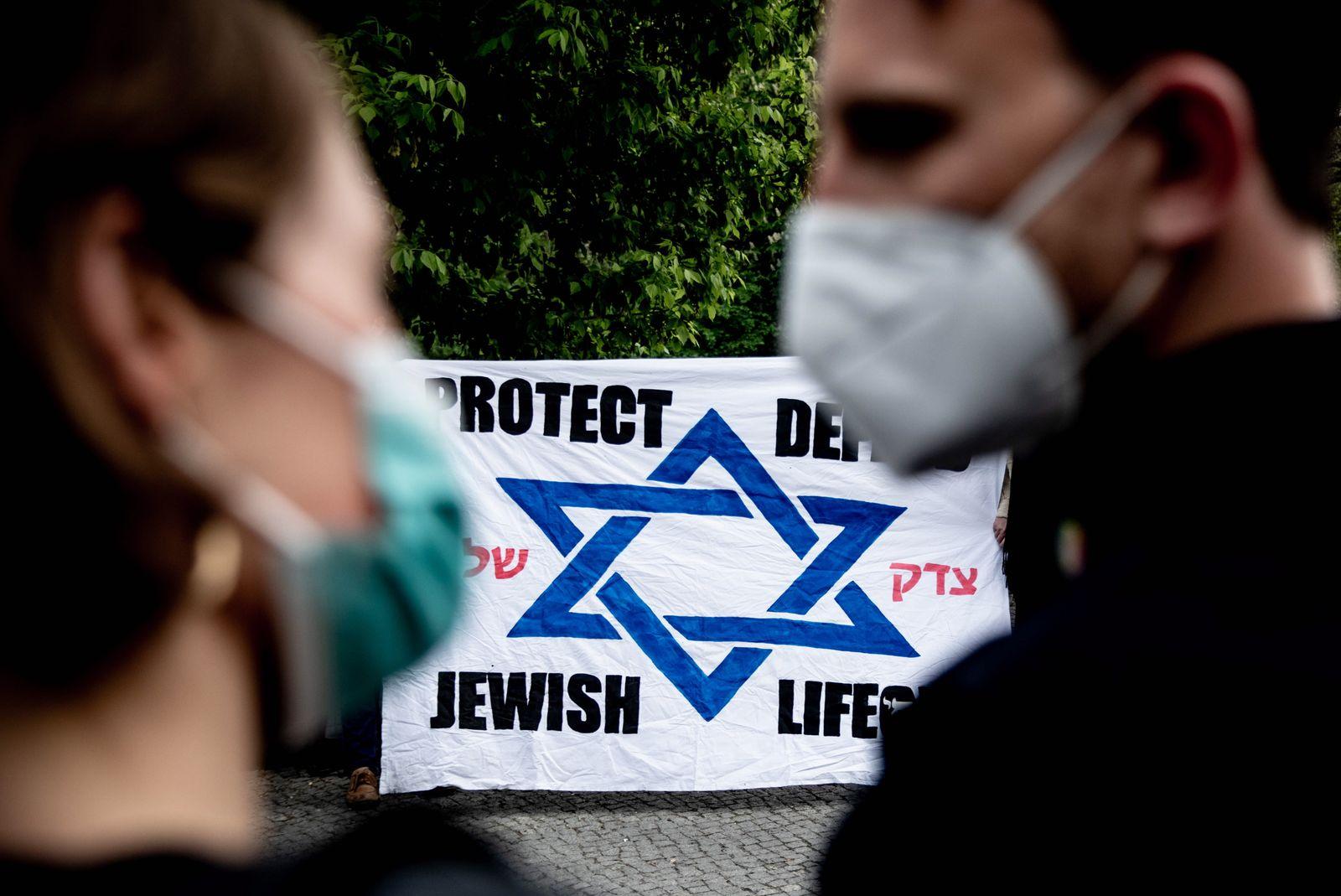 Vigil against anti-Semitism in Berlin