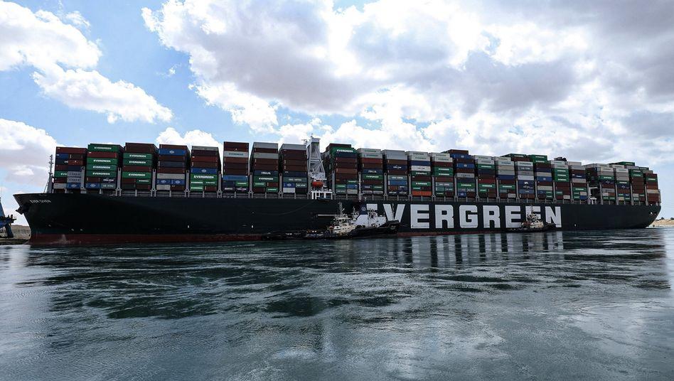 Containerfrachter »Ever Given« im Suezkanal