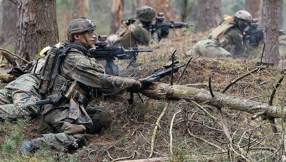 """Soldaten auf Truppenübungsplatz: """"Absonderungsbereiche"""" in den Kasernen"""