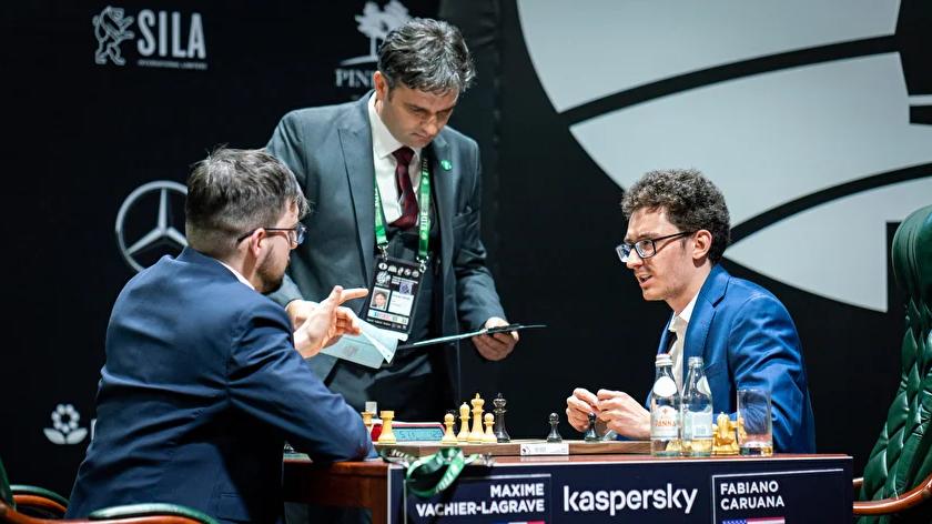 """Schiedsrichter Nebojsa Baralic (M.) und Fabiano Caruana (r.): """"Einzigartige Erfahrung"""" und """"keine tollen Spielbedingungen"""""""