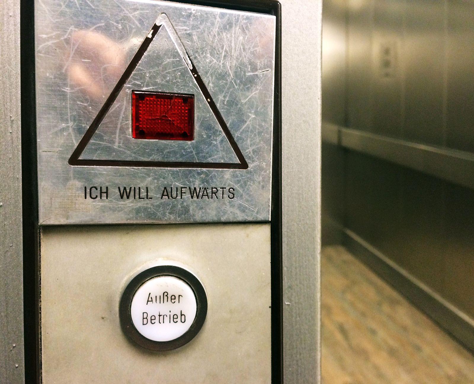KaSP Fahrstuhl aufwärts / defekt SYMBOLBILD (Kopie)