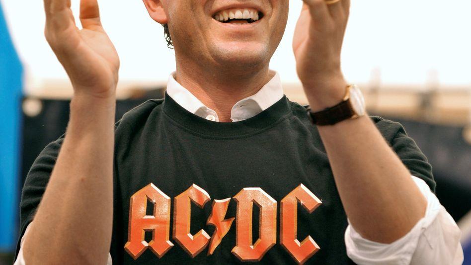 Ex-Verteidigungsminister Guttenberg: Rock-Song zum großen Zapfenstreich