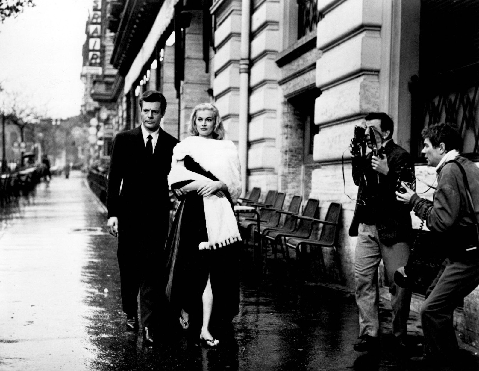 LA DOLCE VITA, Marcello Mastroianni, Anita Ekberg, 1960 Courtesy Everett Collection !ACHTUNG AUFNAHMEDATUM GESCHÄTZT! PU