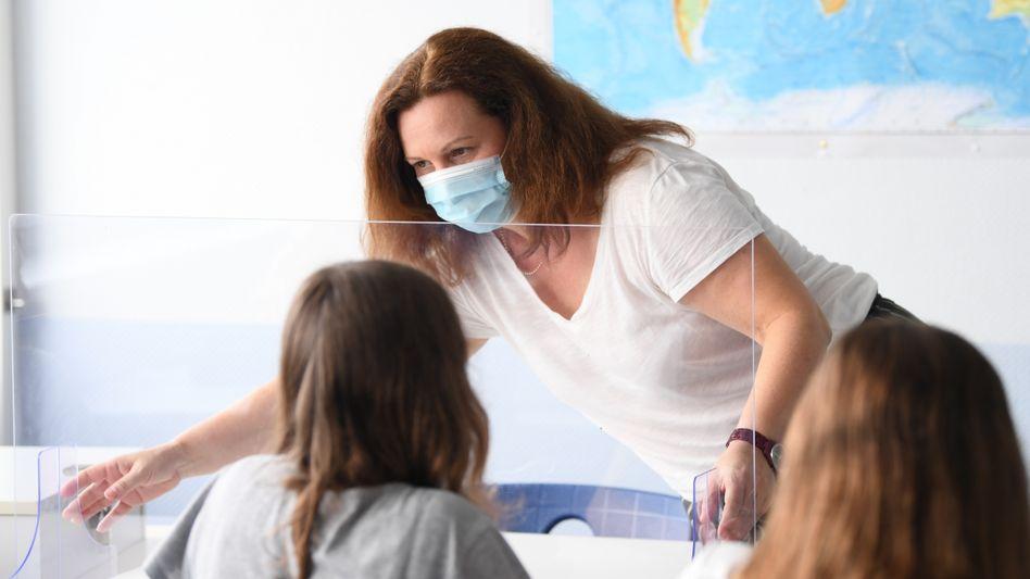 »Ernsthaft über eine Impfpflicht in diesen sensiblen Bereichen nachdenken«: Lehrerin in Hessen (Archivbild)