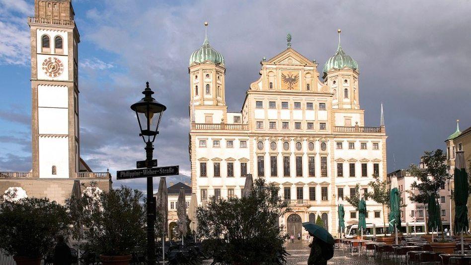 Im Krieg vollendet: Das prächtige Rathaus von Elias Holl - links der bis 1618 barockisierte Perlachturm