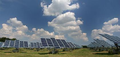 Solarkraftwerk in Brand-Erbisdorf bei Freiberg: Die Bundesregierung will die steigenden Energiepreise mit einem Prämiensystem oder Sozialtarifen kontern