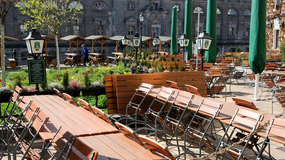 Leere Restauranttische im April in Berlin: Die Branche erwartet für das gesamte Jahr nur den halben Umsatz