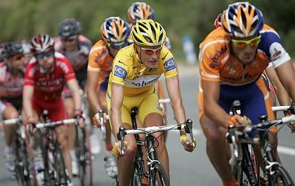 Tour-Skandalprofi Rasmussen (l.): Die am stärksten kontrolliert Sportart