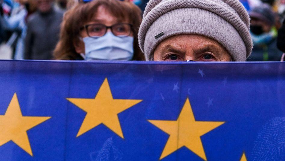 Polnische Demonstranten richten sich in Krakau gegen die Regierungspartei