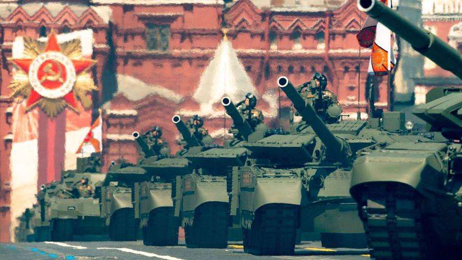Russische Panzer auf dem Roten Platz in Moskau: »Das Übergewicht ist enorm«
