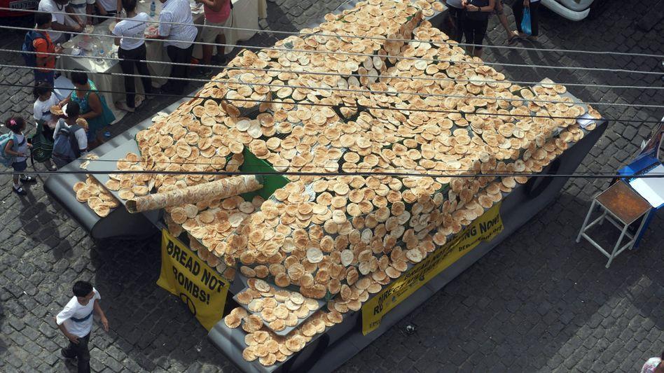 Brot statt Bomben: Appell in Rio fürs Kürzen von Militär-Etats zugunsten sozialer Projekte