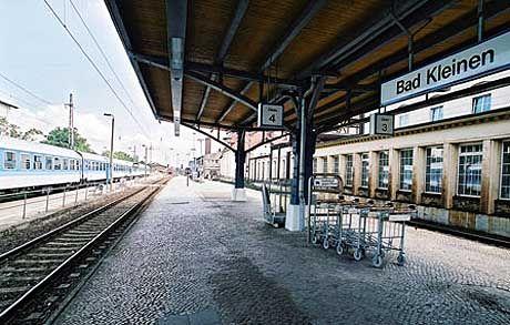 """Szene aus """"Black Box BRD"""", Bahnhof von Bad Kleinen: Zweifel sind geblieben"""
