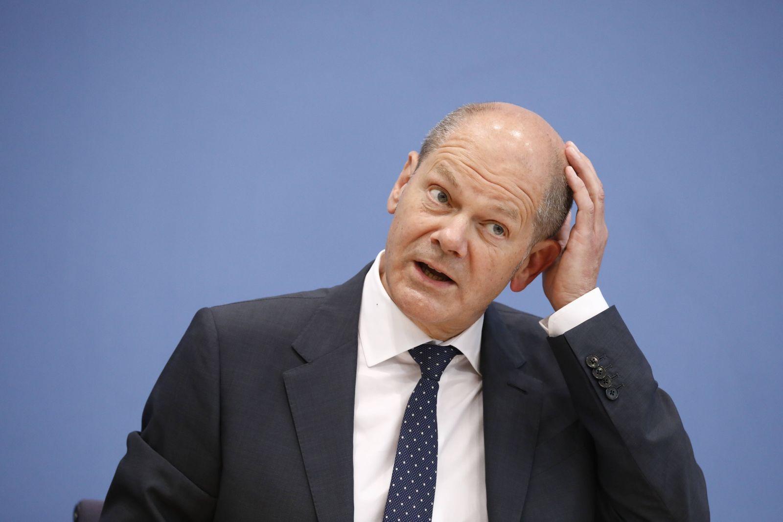 Bundesminister der Finanzen Olaf Scholz, Deutschland, Berlin, Bundespressekonferenz, Thema: Regierungsentwurf für den B