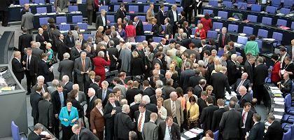 """Abgeordnete bei der Abstimmung: """"Wir sorgen für mehr Sicherheit"""""""