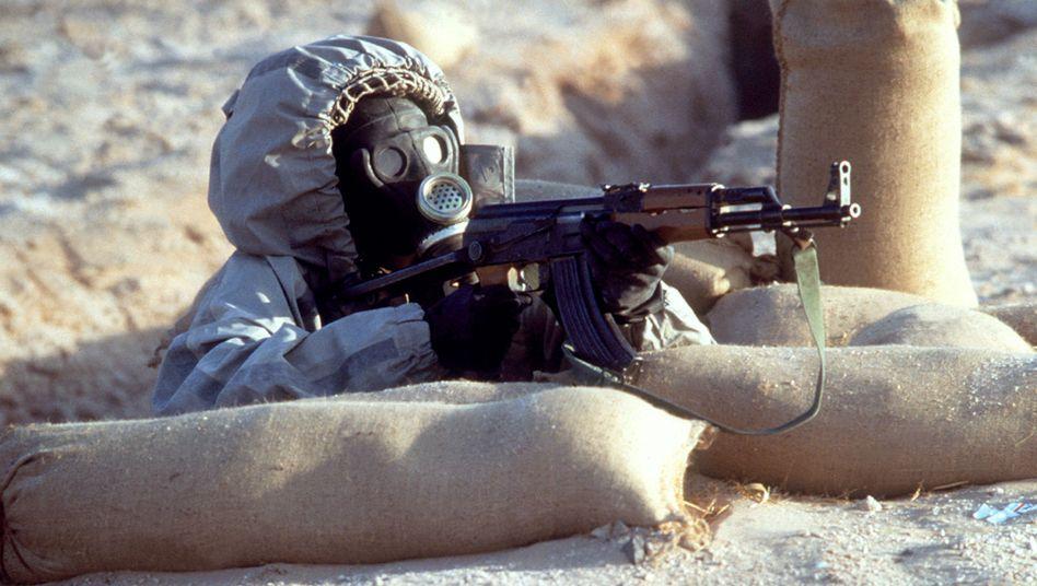 Syrischer Soldat mit C-Waffen-Schutzkleidung: Bestand von 1000 Tonnen