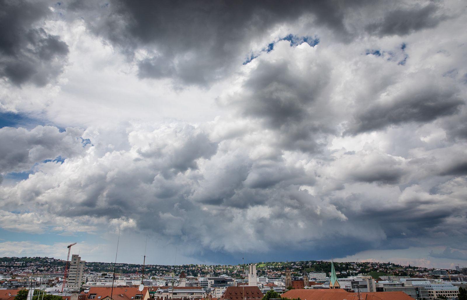Dunkle Wolken über Stuttgart