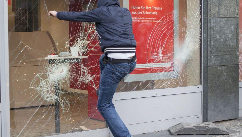 Sparkassenfiliale in Berlin: Krawalle in der Hauptstadt