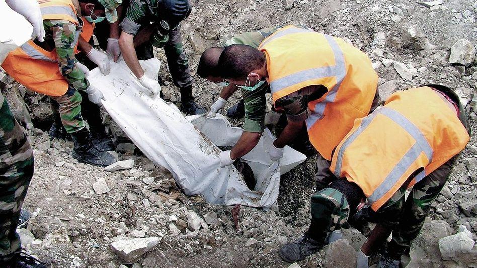 Opferbergung durch Regierungssoldaten in der Provinz Latakia