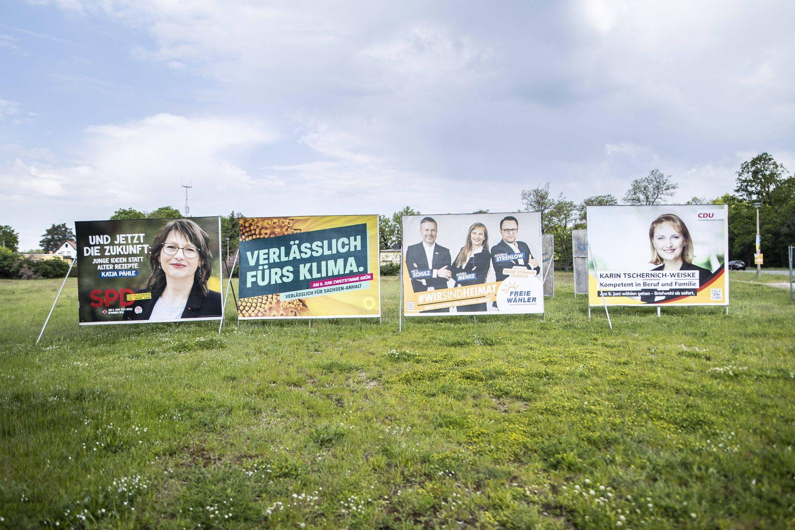 Grossformatige Wahlplakate von Christlich Demokratische Union Deutschlands (CDU), Sozialdemokratische Partei Deutschlan