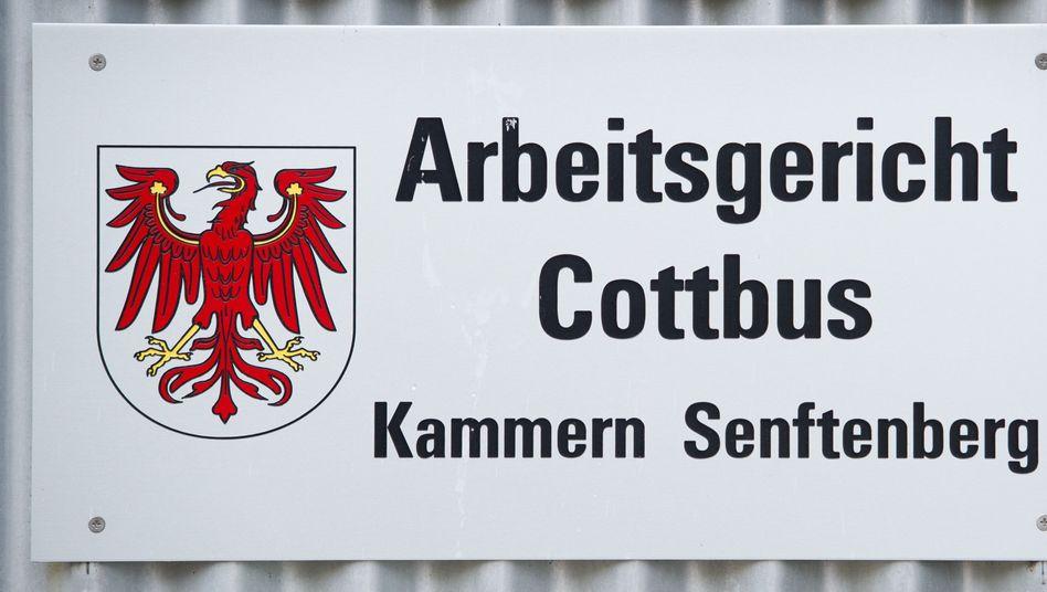 Arbeitsgericht Cottbus: 1,54 Euro Stundenlohn sind sittenwidrig, aber keine Ausbeutung