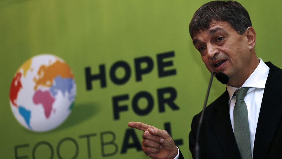 Präsidentschaftsanwärter Champagne: Lob für Blatter, kein Wort zu Platini