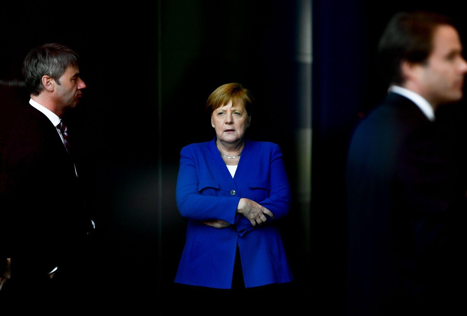 EINMALIGE VERWENDUNG SP 21/19 Merkels dunkle Visionen