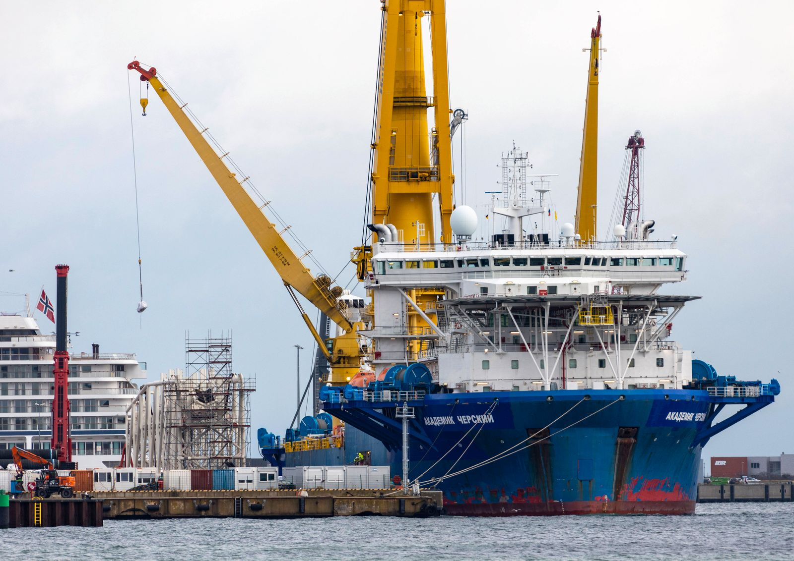 Verlegeschiff fuer Nord Stream 2 nach Test zurueckgekehrt Das russische Pipeline-Verlegeschiff Akademik Cherskiy wird n