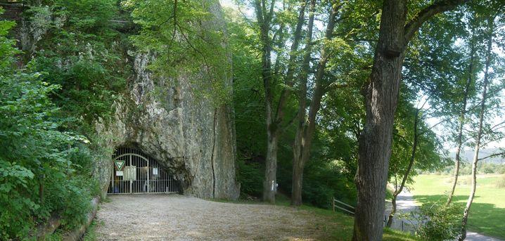 Eingang der Höhle Hohler Fels