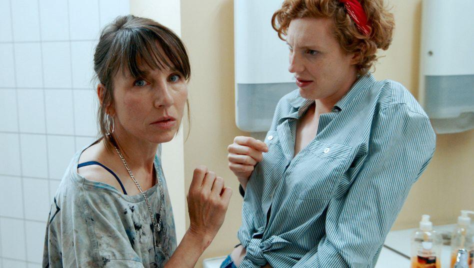 Warnung von der Kollegin: Meret Becker vom Berliner »Tatort« überfällt Luise Wolfram auf der Toilette