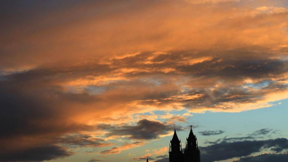 Türme des Magdeburger Doms: Angespanntes Klima