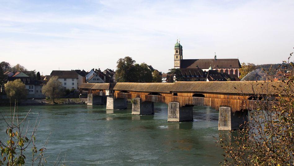 Säckinger Brücke: Bis vor kurzem eine Sprengfalle der Schweizer Armee