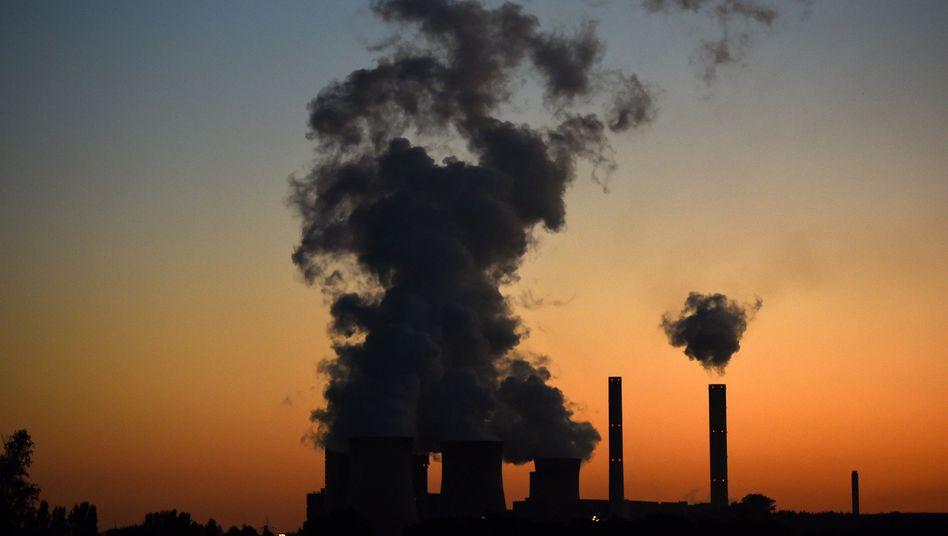 Braunkohlekraftwerk Weisweiler (in NRW): CO2-Steuer für die Haushaltssanierung
